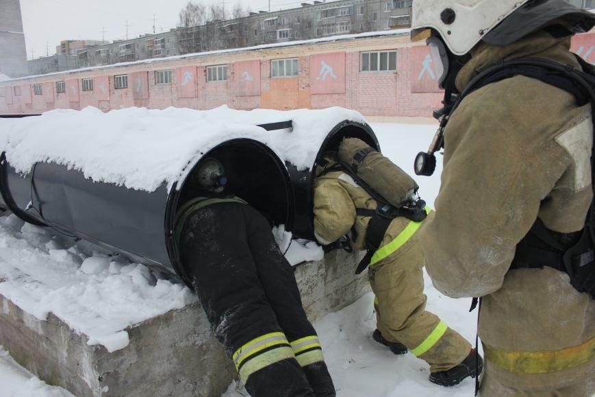 Сыктывкарские журналисты на себе испытали особенности пожарной службы, фото-12