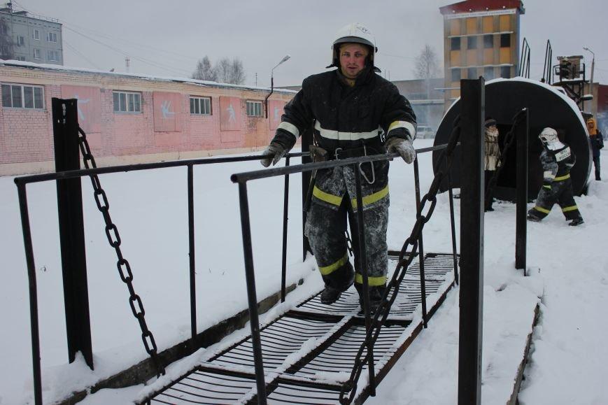 Сыктывкарские журналисты на себе испытали особенности пожарной службы, фото-15