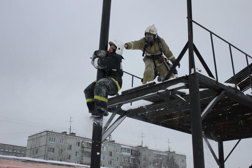 Сыктывкарские журналисты на себе испытали особенности пожарной службы, фото-16