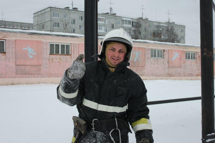 Сыктывкарские журналисты на себе испытали особенности пожарной службы, фото-17