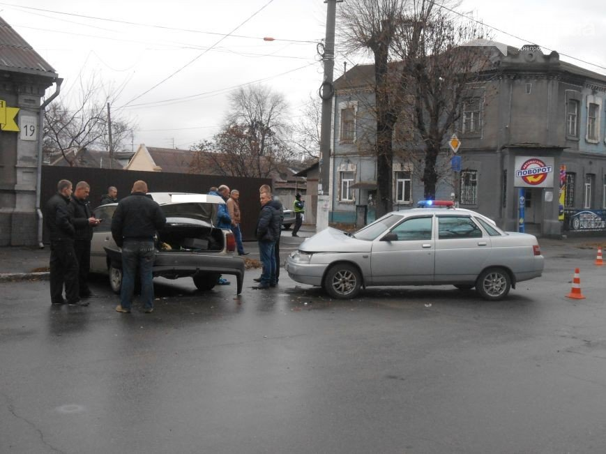 В Днепродзержинске в ДТП на проспекте Пелина столкнулись 2 авто (фото) - фото 1