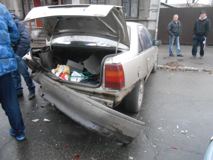 В Днепродзержинске в ДТП на проспекте Пелина столкнулись 2 авто (фото) - фото 2