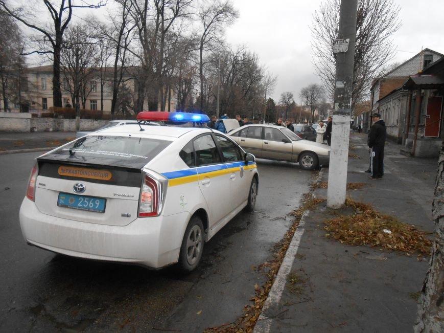 В Днепродзержинске в ДТП на проспекте Пелина столкнулись 2 авто (фото) - фото 3