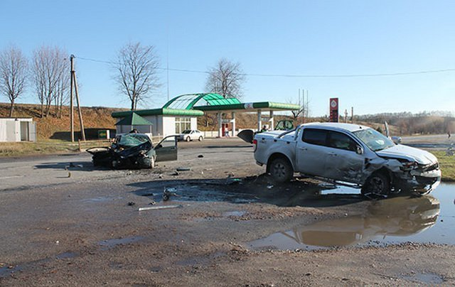 На Вінниччині зіткнулись дві іномарки: водій загинув, троє травмованих, фото-1