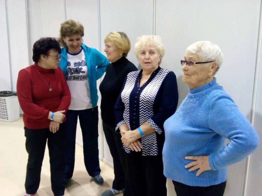В Ростове провели массовую зарядку для пенсионеров (фото) - фото 2