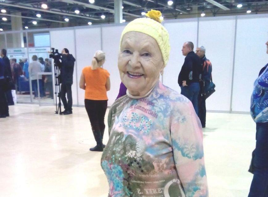 В Ростове провели массовую зарядку для пенсионеров (фото) - фото 1