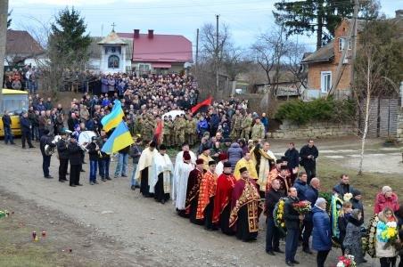 На Тернопільщині провели в останню путь загиблого в АТО бійця (ФОТО) (фото) - фото 1