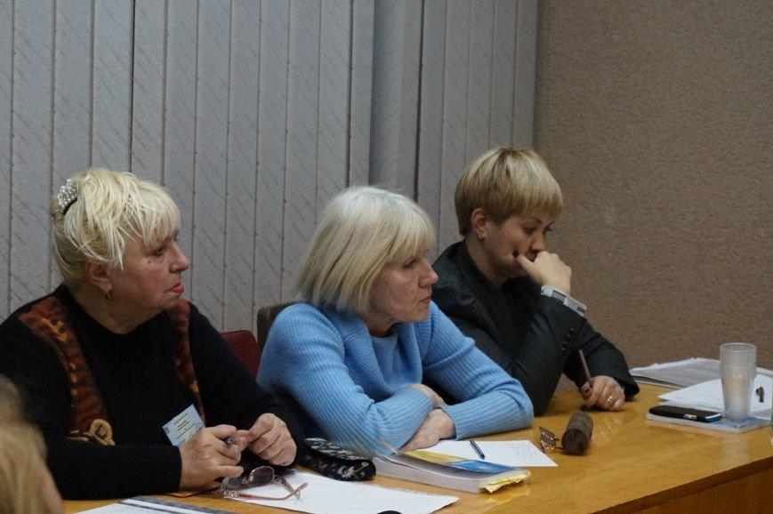 Жалобы зампреда избирательного участка и секретаря об использовании админресурса не убедили Криворожский горизбирком (ФОТО) (фото) - фото 1