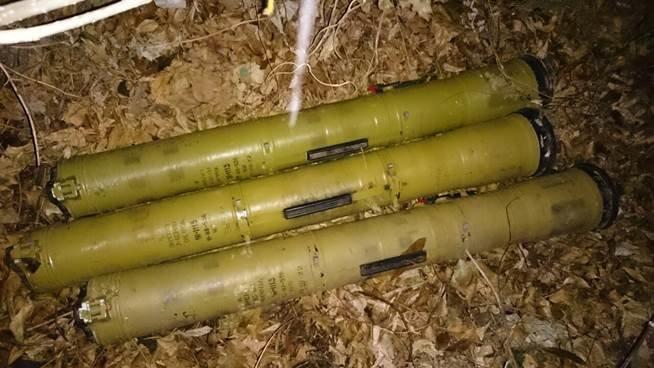 Под Краматорском на месте базирования террористов нашли схрон с оружием (ФОТО и ВИДЕО) (фото) - фото 3