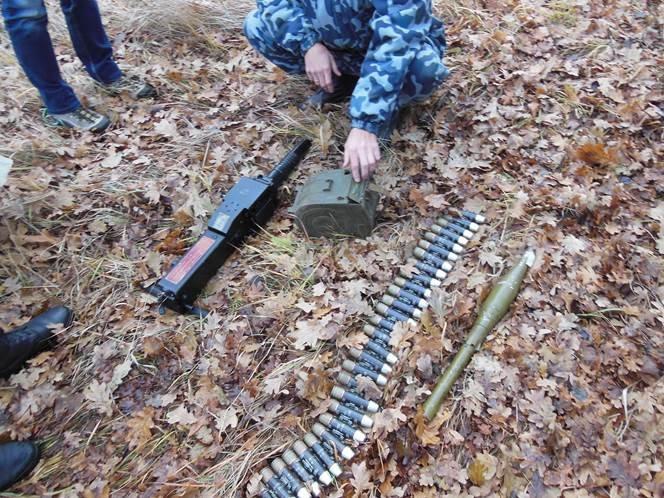 Под Краматорском на месте базирования террористов нашли схрон с оружием (ФОТО и ВИДЕО) (фото) - фото 1