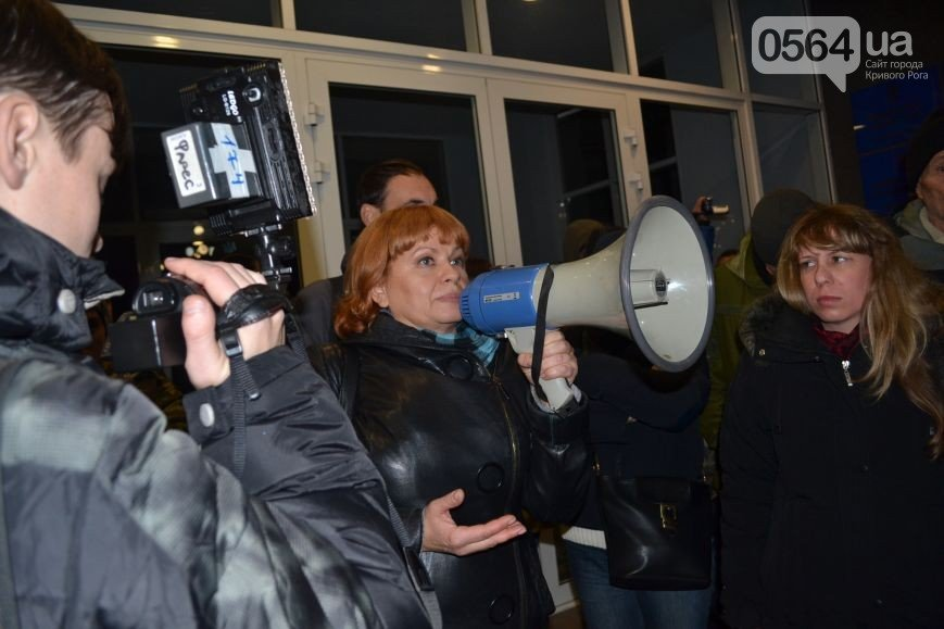 В Кривом Роге: продолжают митинговать, ГИК отказалась пересчитывать спецучастки, ЦИК заменила 4 членов горизбиркома (фото) - фото 2