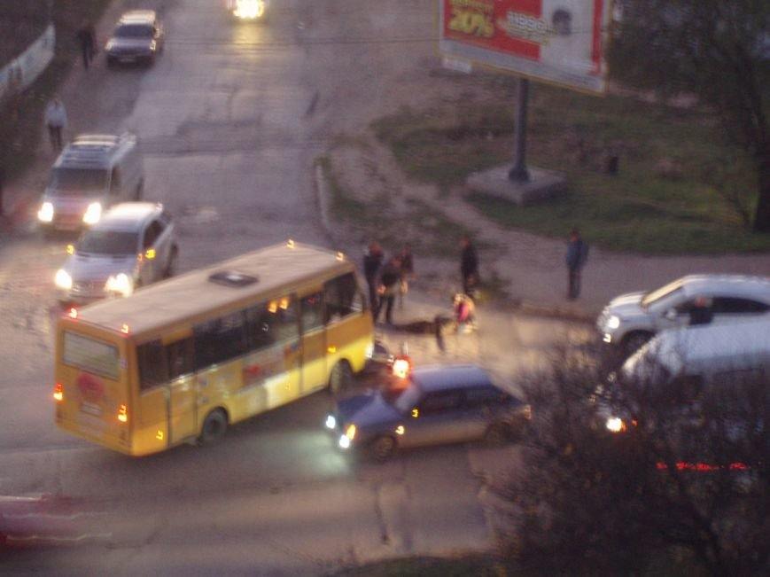 ДТП в Севастополе: погиб мопедист, байкер в реанимации, разбиты машины (ФОТО, ВИДЕО) (фото) - фото 4