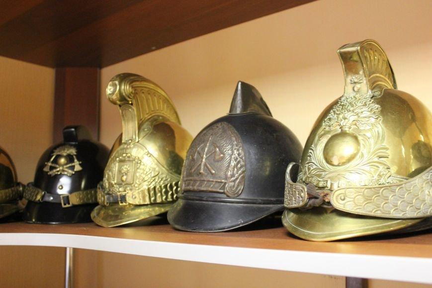 Сыктывкарец собрал коллекцию пожарных шлемов, фото-1