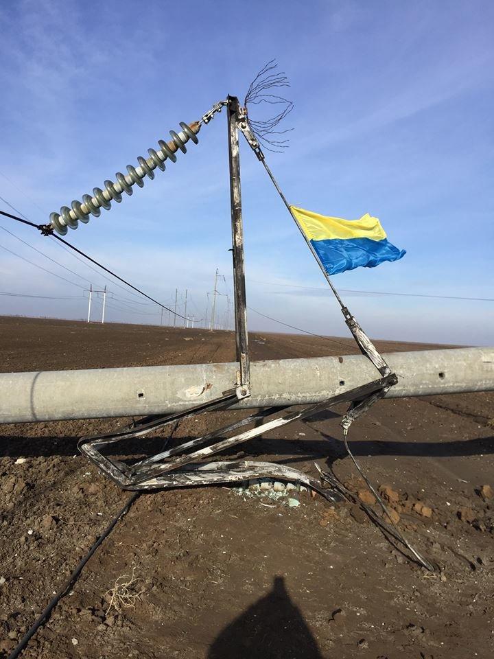 Минэнерго: Повреждение опор ЛЭП в Херсонской области не повлияло на поставки электроэнергии в Крым (ФОТО) (фото) - фото 1