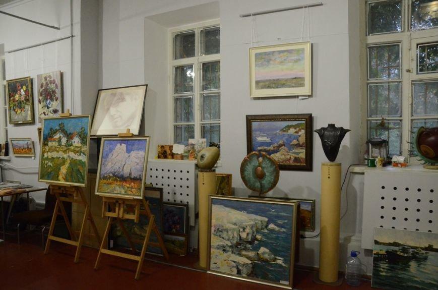 В галерее Никитского сада открыта новая выставка с «портретами» крымских бабочек, фото-1