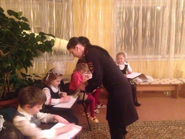 В Полевском сотрудники полиции поздравили воспитанников приюта (фото) - фото 1