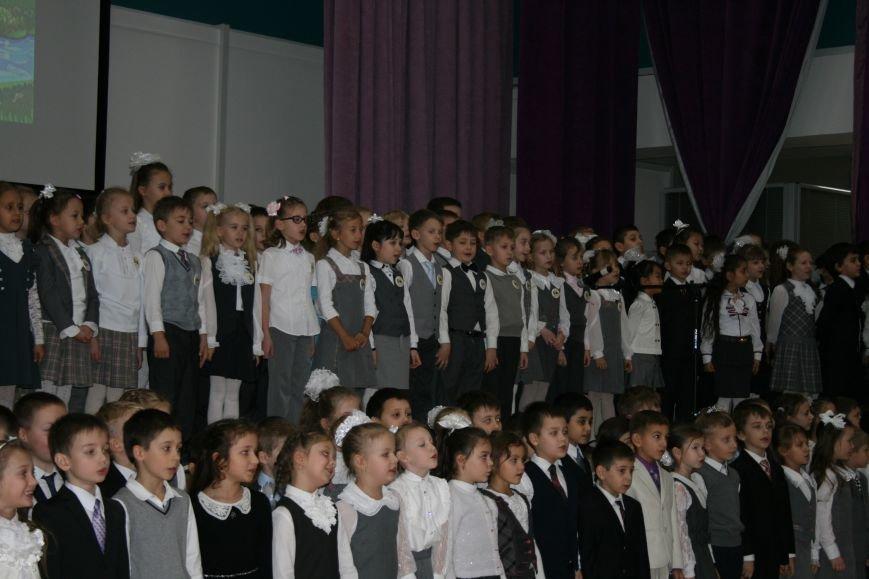 В новой Москве в школе 1392 ученики первых классов прошли торжественное посвящение в первоклассники, фото-3