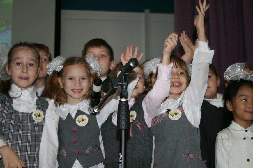 В новой Москве в школе 1392 ученики первых классов прошли торжественное посвящение в первоклассники, фото-7
