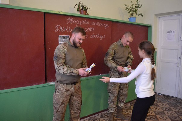 Представители «Азова» посетили учащихся Мариуполя (ФОТО) (фото) - фото 1