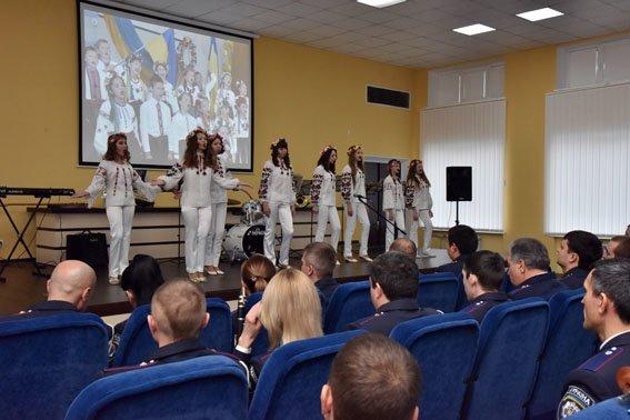 Мариупольские полицейские отметили День достоинства и свободы (ФОТО) (фото) - фото 1