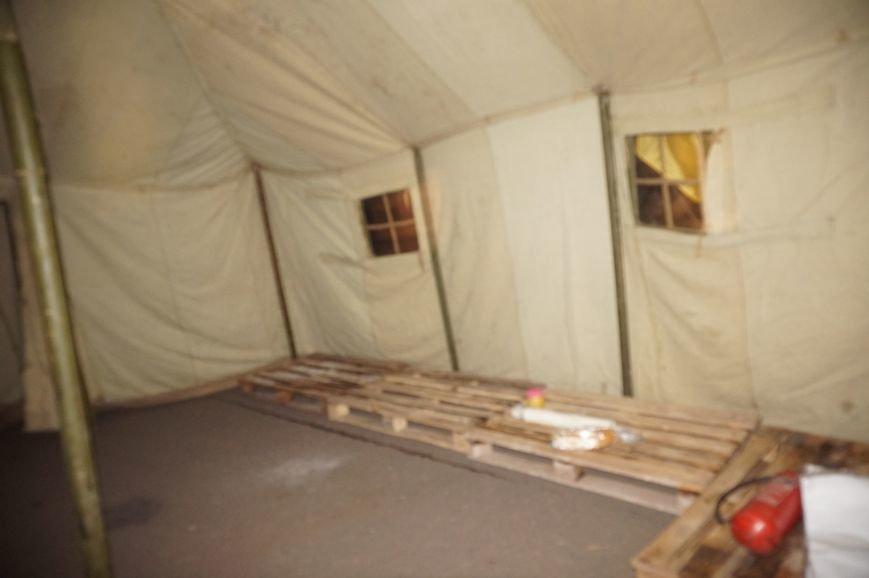 Под Криворожским горисполкомом нардепы установили первую палатку и пригласили всех приезжать в Кривой Рог (ФОТО) (фото) - фото 1