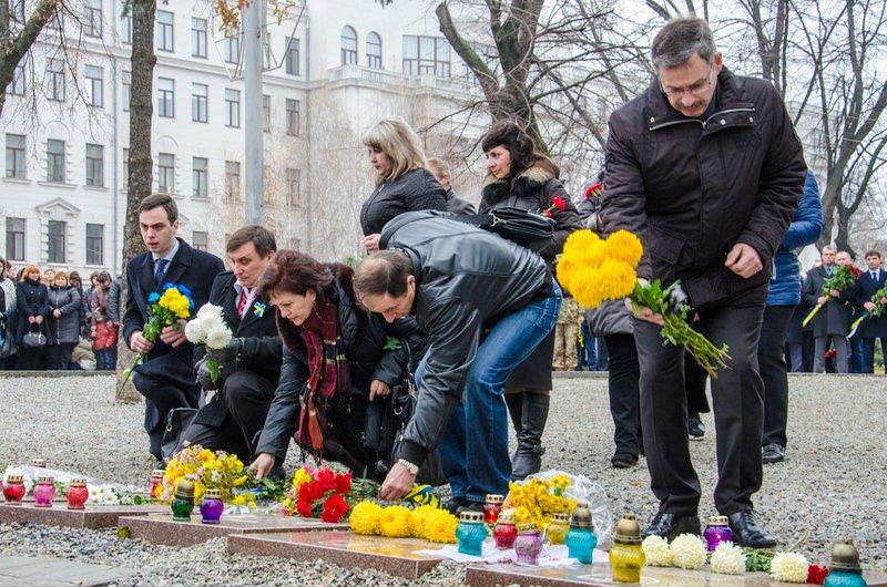 Днепропетровщина чтит память тех, кто отдал жизнь за достоинство и свободу Украины (ФОТО) (фото) - фото 5