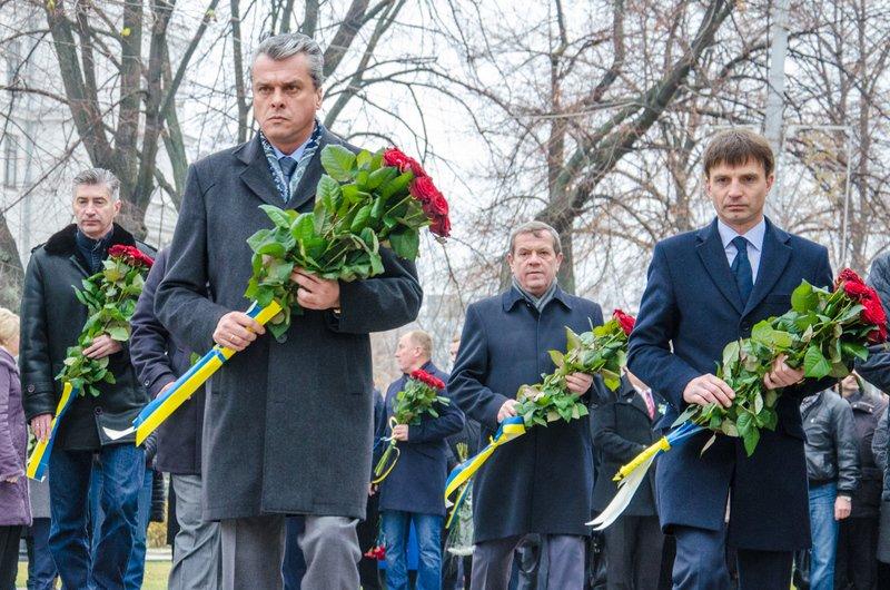 Днепропетровщина чтит память тех, кто отдал жизнь за достоинство и свободу Украины (ФОТО) (фото) - фото 6