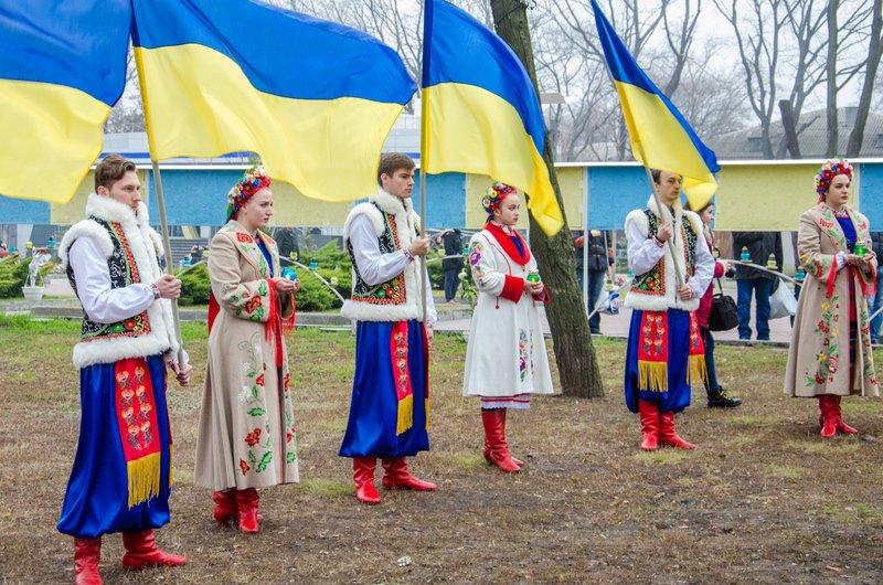 Днепропетровщина чтит память тех, кто отдал жизнь за достоинство и свободу Украины (ФОТО) (фото) - фото 3