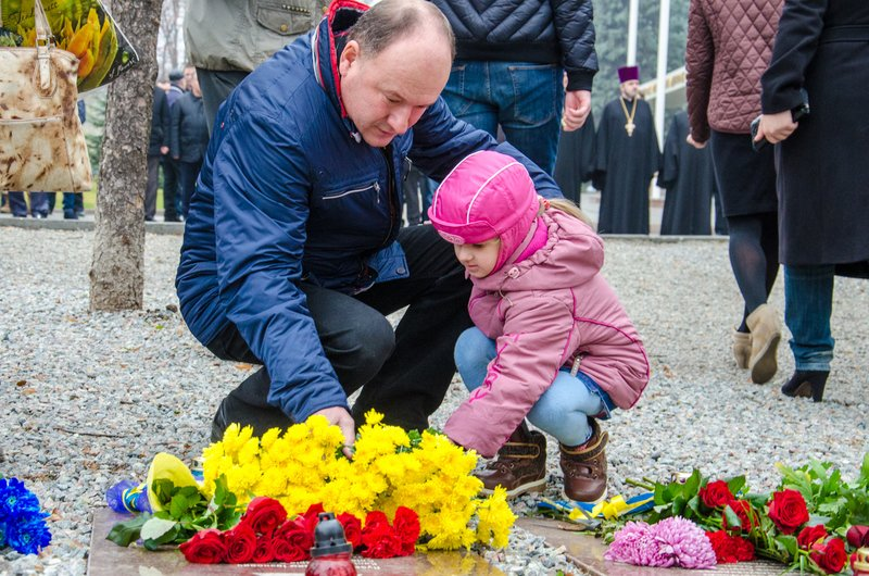 Днепропетровщина чтит память тех, кто отдал жизнь за достоинство и свободу Украины (ФОТО) (фото) - фото 8