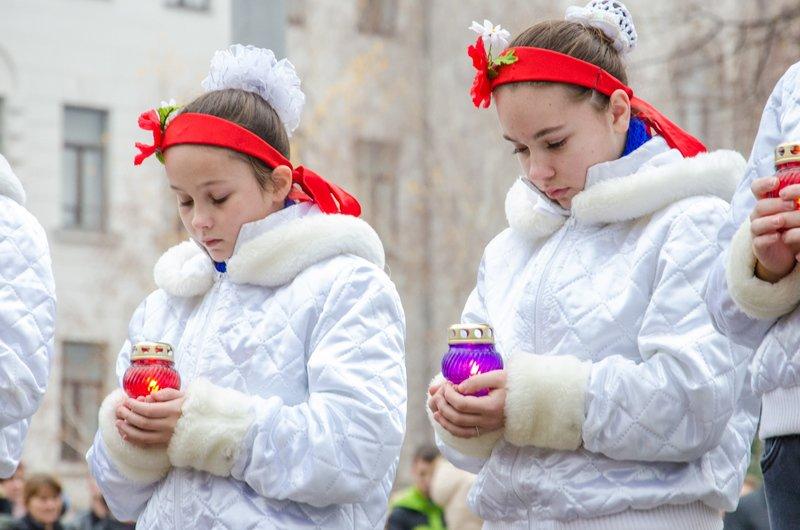 Днепропетровщина чтит память тех, кто отдал жизнь за достоинство и свободу Украины (ФОТО) (фото) - фото 4