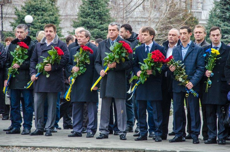 Днепропетровщина чтит память тех, кто отдал жизнь за достоинство и свободу Украины (ФОТО) (фото) - фото 2