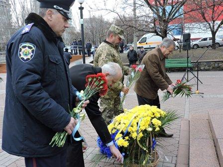 В Мариуполе почтили память погибших за достоинство и свободу Украины (ФОТО) (фото) - фото 1