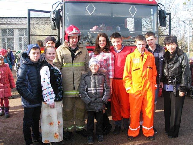 У Коростені рятувальники провели для всіх учнів міста урок безпеки, фото-2