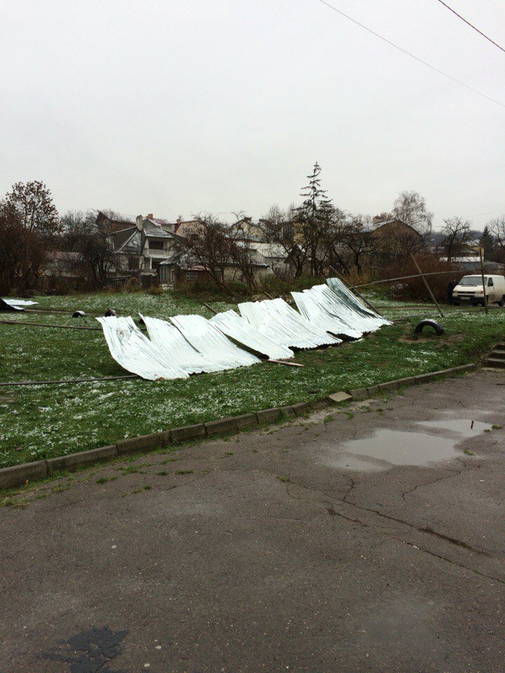 На одній із вулиць Львова виник конфлікт між забудовником і сусідами (ФОТО) (фото) - фото 1