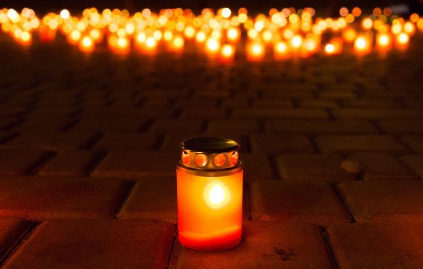 a9f7d7e80af4c6efdceabda0f38d7575 В Одессе Аллея Небесной Сотни зажглась тысячами огней