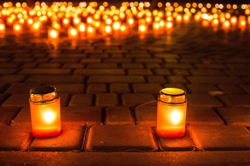 e92acfb99a0f4a4d2dac9c8f55c4f908 В Одессе Аллея Небесной Сотни зажглась тысячами огней