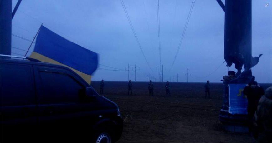 Активистов блокады Крыма, мешающих ремонтировать поврежденные опоры ЛЭП, разогнала вооруженная Нацгвардия Украины (ФОТО) (фото) - фото 2