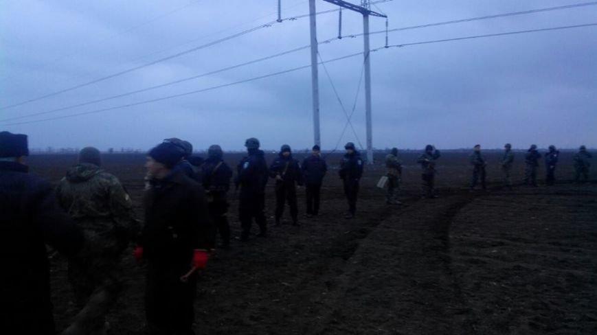 Активистов блокады Крыма, мешающих ремонтировать поврежденные опоры ЛЭП, разогнала вооруженная Нацгвардия Украины (ФОТО), фото-1
