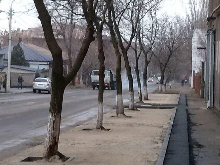 Центр  Мариуполя обзавелся новой автостоянкой (ФОТОФАКТ) (фото) - фото 1