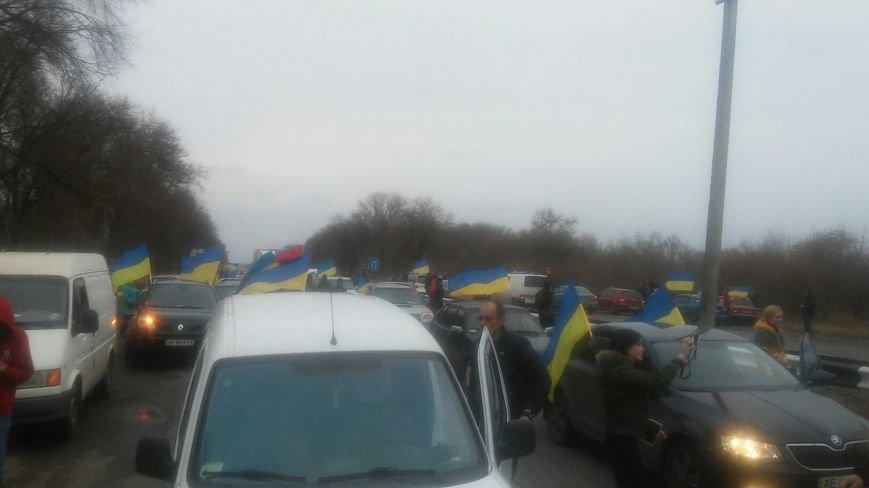 Автоколонна участников акции протеста перекрыла трассу «Кривой Рог - Днепропетровск» (ФОТО) (фото) - фото 1