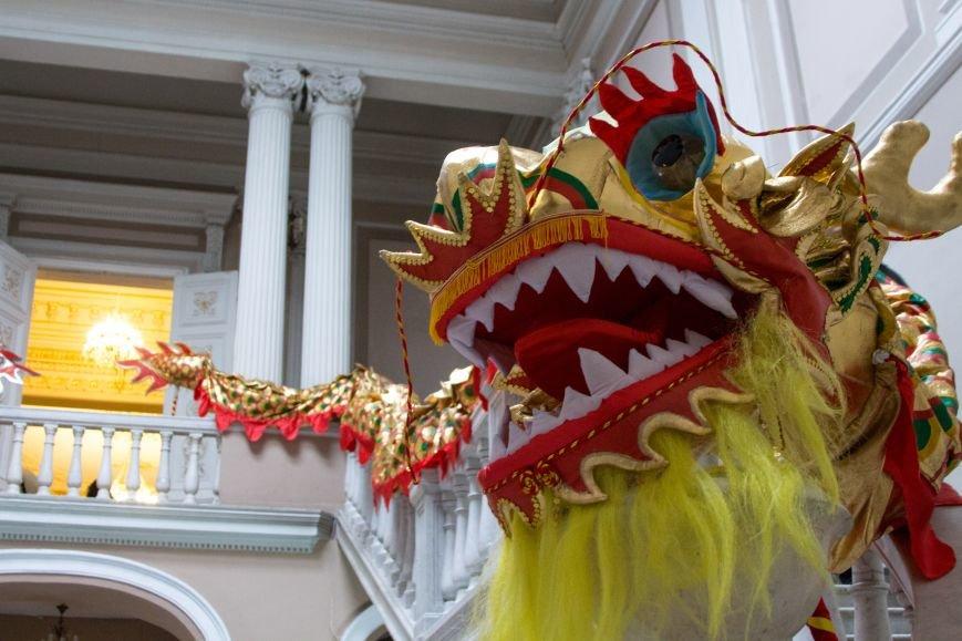 983788b69df12e106073e9485ed434c8 Китайские драконы прилетели в Одессу открывать фотовыставку