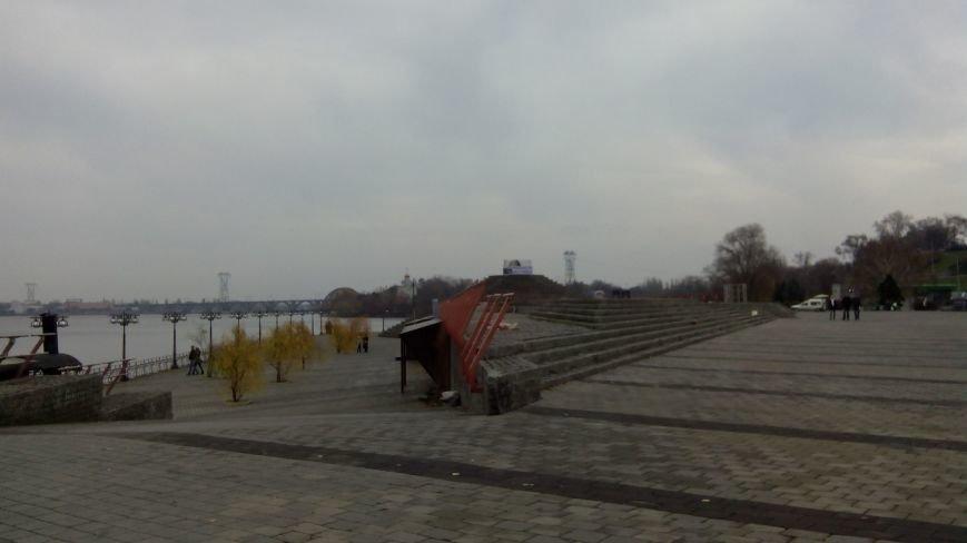 В Днепропетровске начали реставрацию шара на Фестивальном причале (ФОТО) (фото) - фото 1