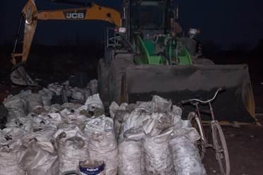 В Донецкой области прикрыли копанку, которую крышевал начальник полиции (ФОТО, ВИДЕО) (фото) - фото 2