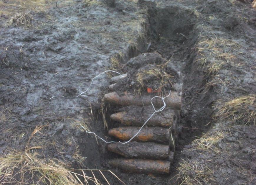 Шесть десятков опасных снарядов нашли в Черниговской области (фото) - фото 1