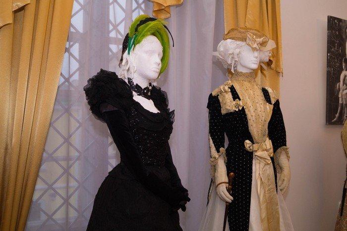 В Гродненском музее религии открылись две выставки платьев XIX века (фото) - фото 10