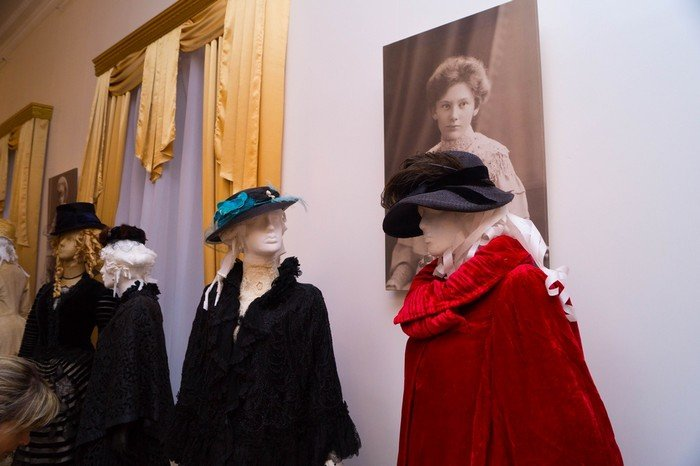 В Гродненском музее религии открылись две выставки платьев XIX века (фото) - фото 16