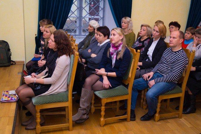 В Гродненском музее религии открылись две выставки платьев XIX века (фото) - фото 7