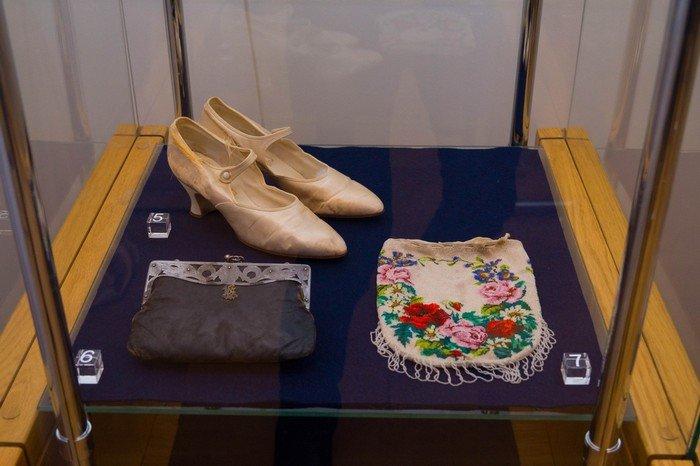 В Гродненском музее религии открылись две выставки платьев XIX века (фото) - фото 8