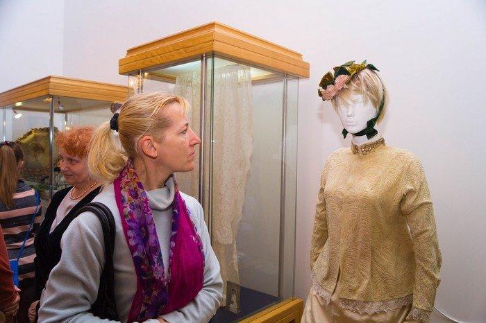 В Гродненском музее религии открылись две выставки платьев XIX века (фото) - фото 19
