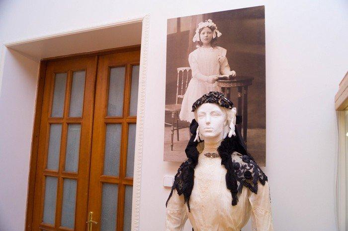 В Гродненском музее религии открылись две выставки платьев XIX века (фото) - фото 12